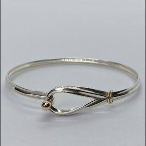 AUTH Tiffany & Co hook and eye loop bangle